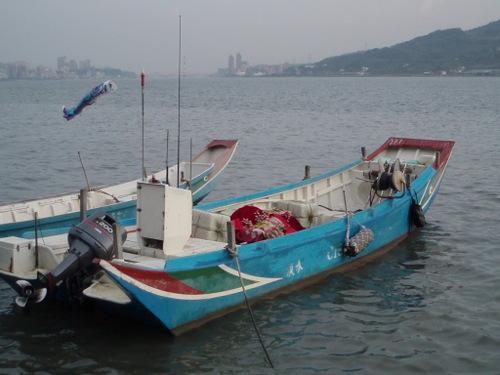 boat in danshuei